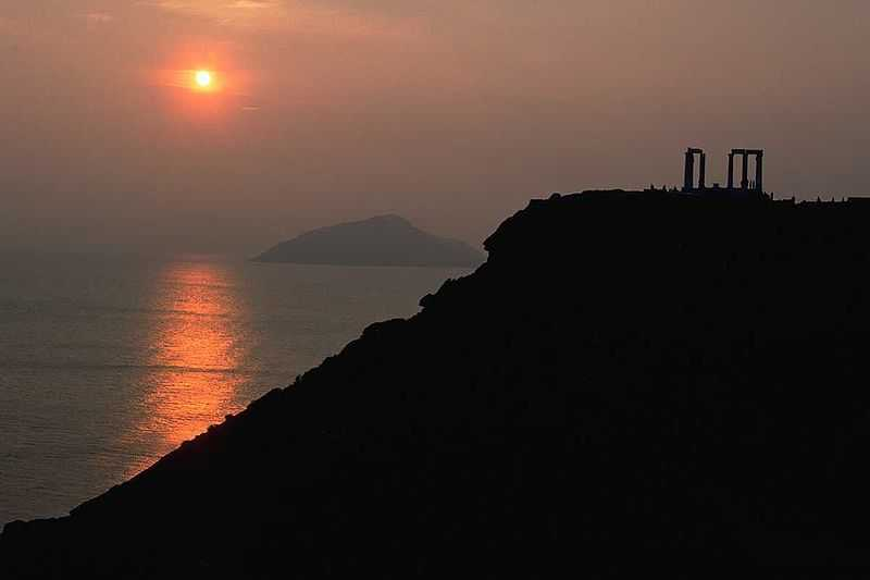 01-temple-of-poseidon_cape_sounion_attica_celtours