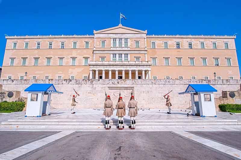 athens-hellenic-parliament-syntagma-soldiers-evzones-attica-greece-cel-tours