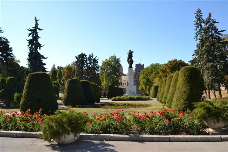 Белград-Калемегдан-парк-зелен и Сърбия-Балкани Европа-CEL-турове