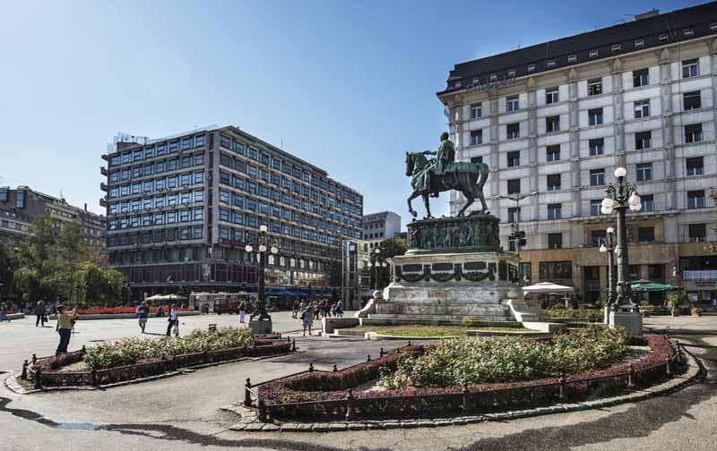 beogradi-republic-square-statujë-serbia-Ballkan-europe-Cel-tours