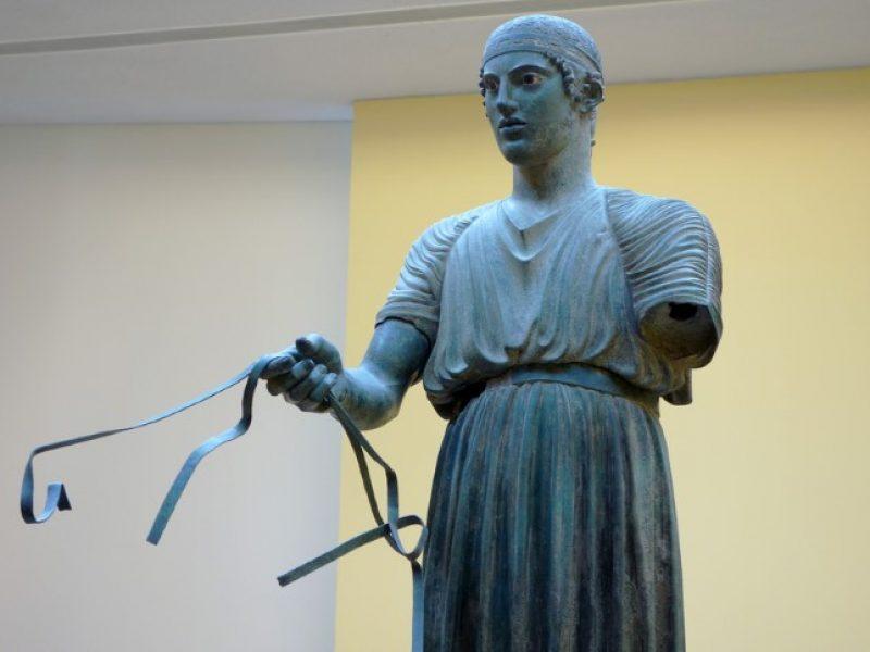 auriga-Delphi-bronzo-greco-campione-Grecia-classica-trofeo-carro-arthistory-Antica Grecia-severestyle-earlyclassical-europa-Cel-Tours