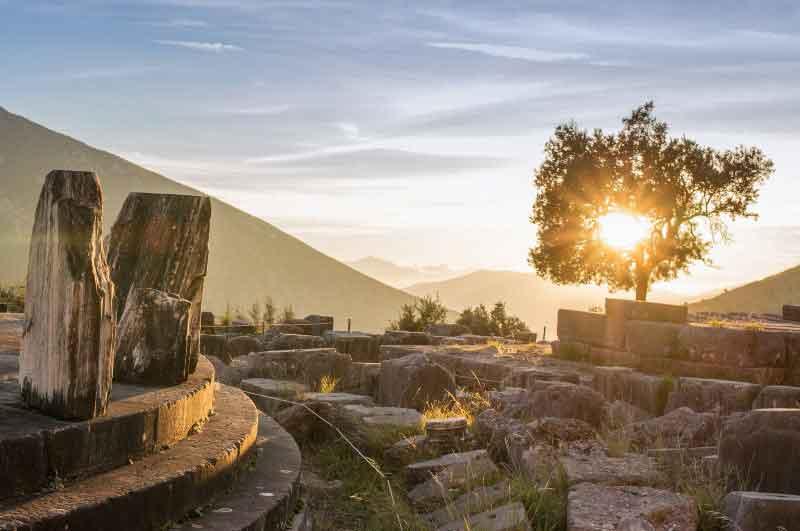 Athens – Delphi – Santorini – Athens