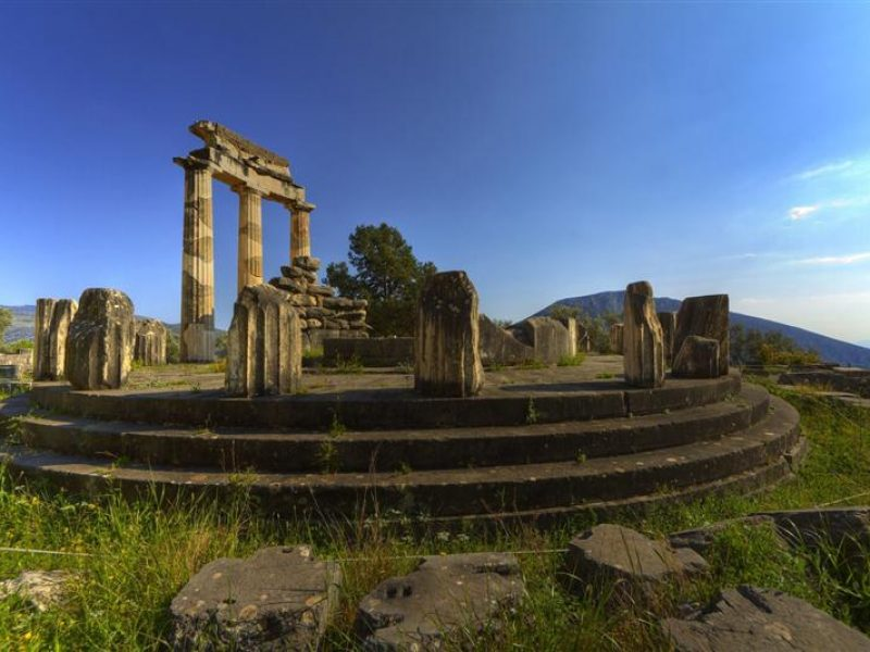 delphi-tour-from-Atenas-python-apollo-temple-bluesky-cente-Grécia-europa-Cel-tours