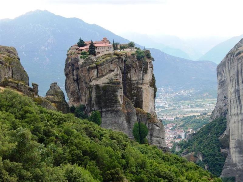 meteora-Kalabaka-monasteri-mountain-Tessaglia-rocks-Grecia-europa-Cel-Tours-02