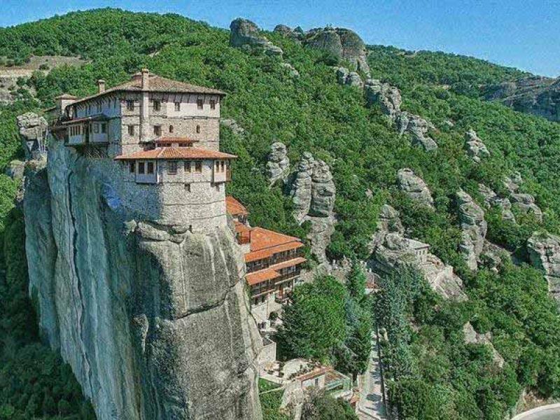 Meteora-kalabaka-manastire-malore-Thessaly-shkëmbinj-Greqi-europe-Cel-tours